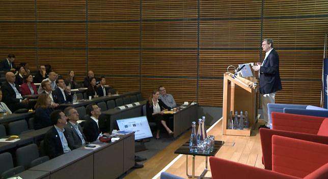 工作、自动化和人类的未来 - Colin Mayer CBE,Bruno Roche,Hal Varian,Alec McLaurin和Patrick Watson