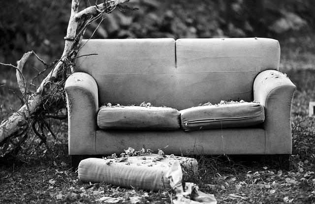 sofa-1838133_640.jpg