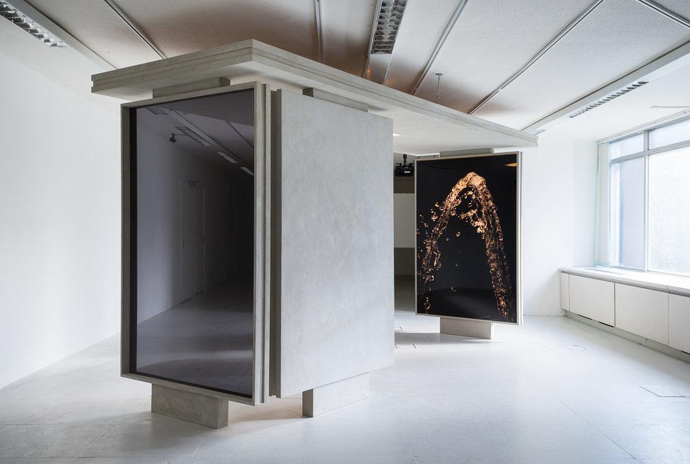 Fountain , 2014 Perspex, faux concrete, Duratrans photographic prints, fluorescent light 220 x 145 x 450 cm