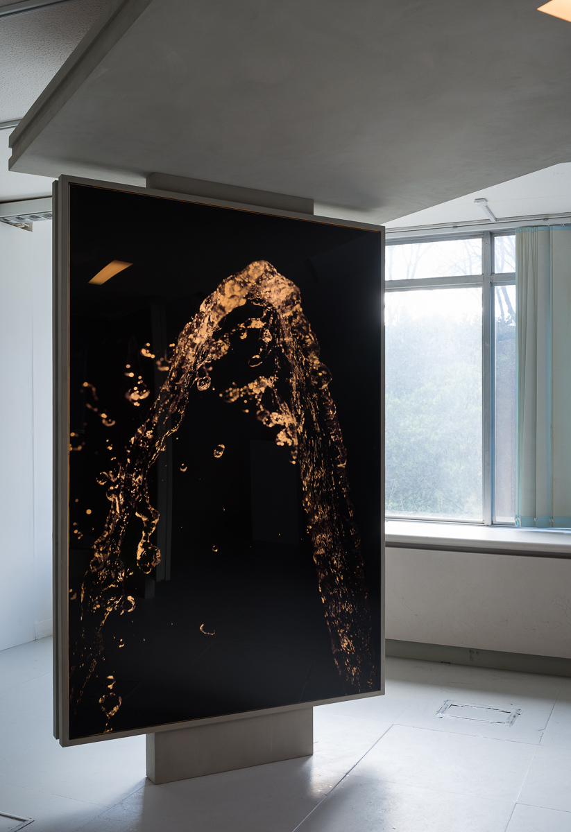 Fountain , 2014 Perspex, faux concrete, Duratrans photographic prints, fluorescent light 220 x 145 x 450 cm