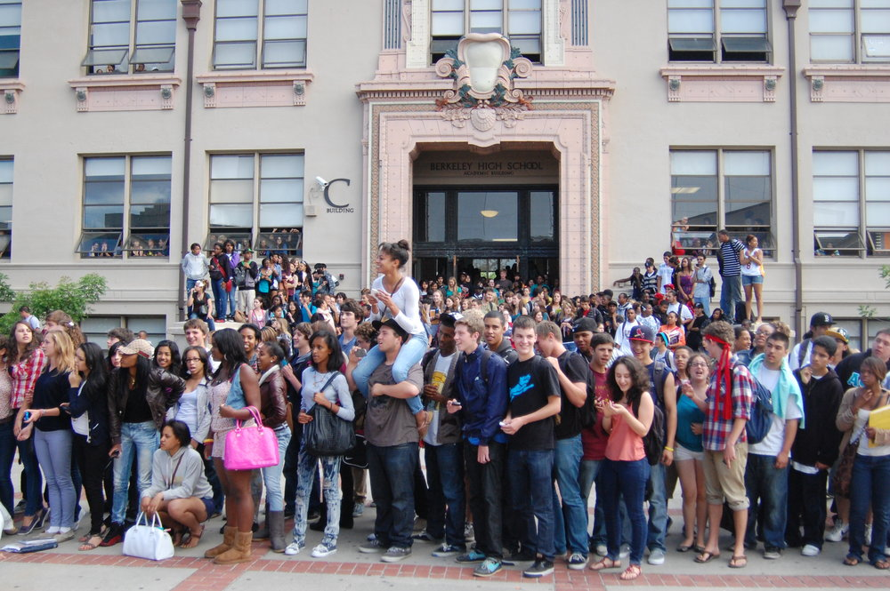 Students on the last day of school-photo by Gabriel Berent.