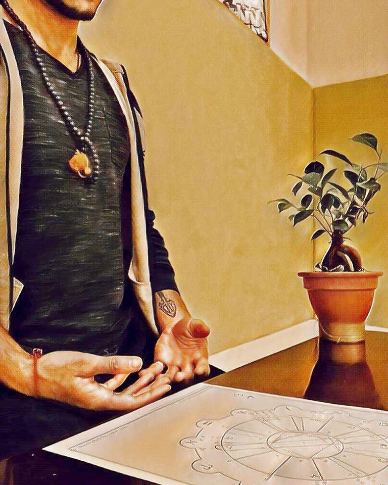 """LES TÉMOIGNAGES DE CEUX QUI SONT VENUS… - """"RECEVOIR UNE PERSONNE POUR LUI TRANSMETTREC'est se mettre dans un état réceptif d'écouteC'est recevoir un univers uniqueC'est se mettre à disposition avec tout son coeur, son âme, son mental, son corps, son énergie...C'est cheminer au sein de l'autre pour l'emmener, d'âme à âme, dans la contrée la plus resplendissante de tous les temps : LUI-MÊME"""""""