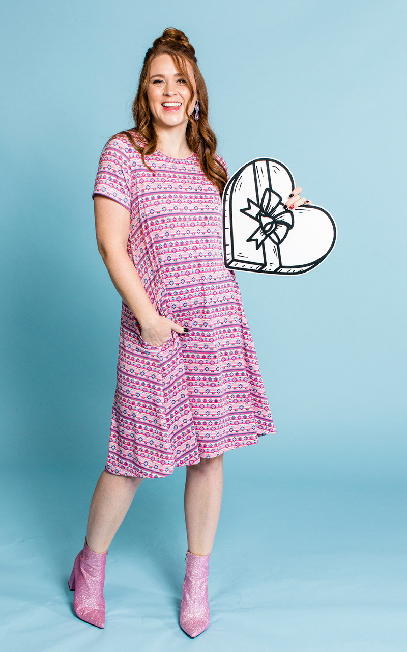 LuLaRoe-Jessie-T-Shirt-Dress-With-Pocketcks-pattern-in-light-pinks-and-purples.jpg