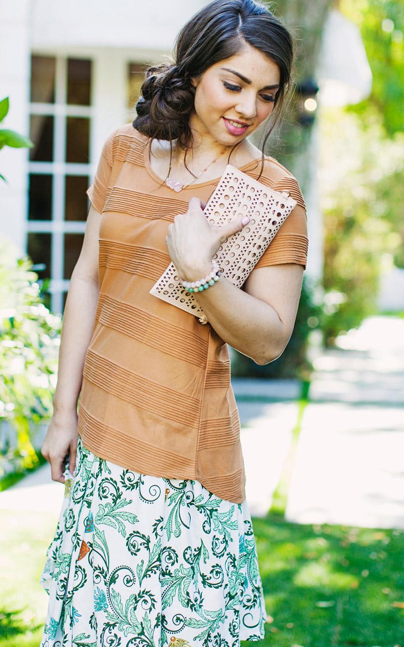 LuLaRoe-Classic-T-shirt-texture-light-orange.jpg