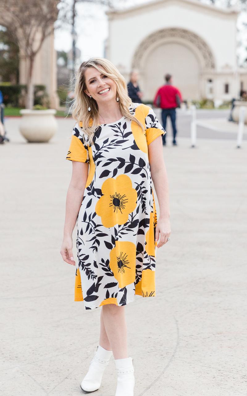 LuLaRoe-Jessie-T-Shirt-Dress-With-Pockets-yellow-flowers-black-and-white.jpg
