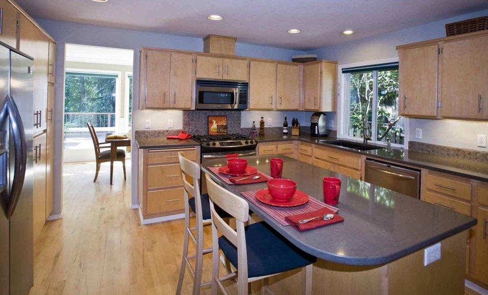 Kitchen tops & Appliances.jpg
