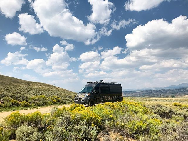Hardini's van looking cool on our final Leadville 100 course recon. Praying for this kind of weather on race day! #leadville100 @ltraceseries #outsidevan #vanlife #offgrid #overlanding #leadville #mtb @outsidevan