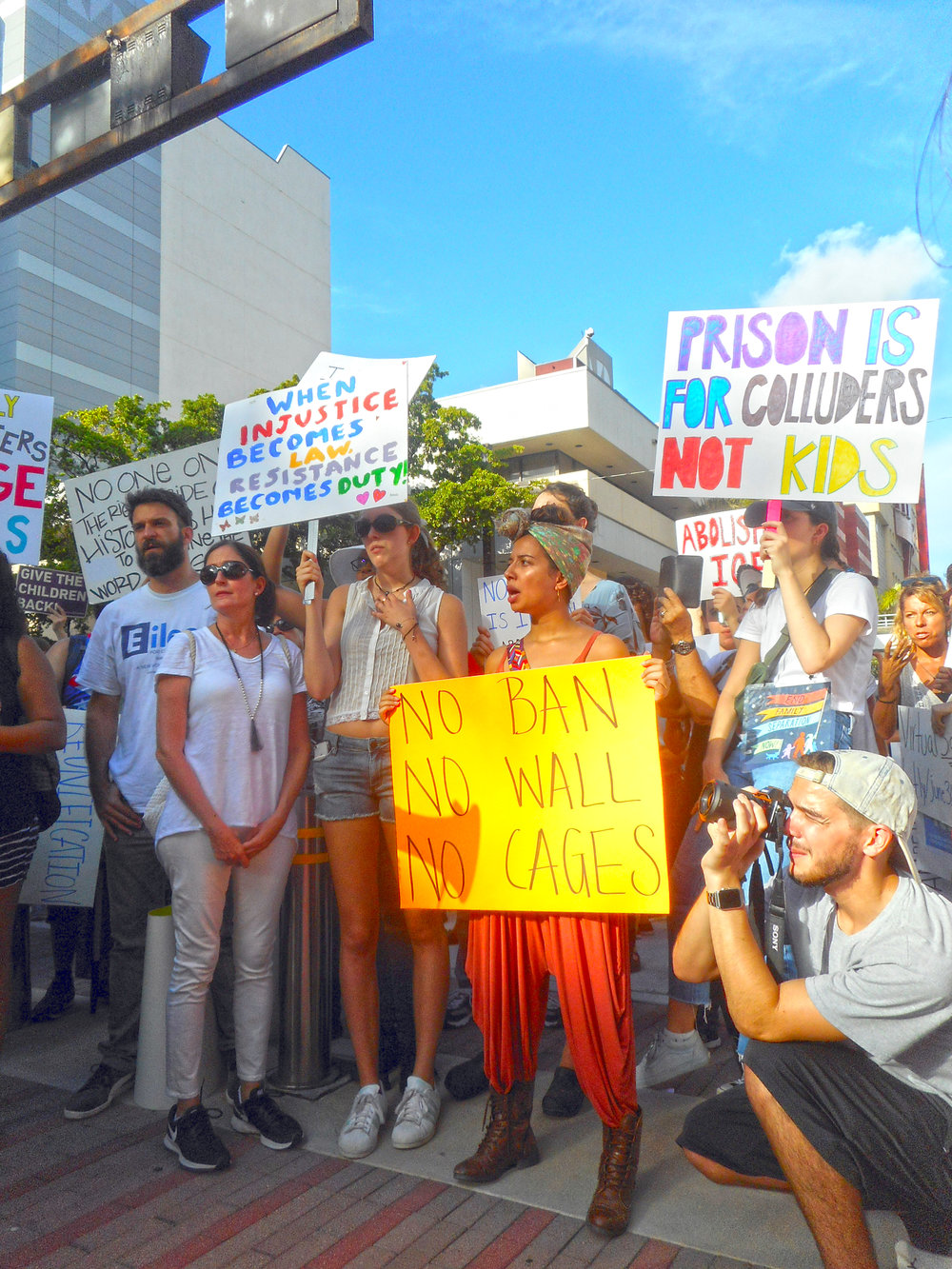 Demonstrators protest family separation and the indefinite detention of children. // Photo by Daniel di Palma