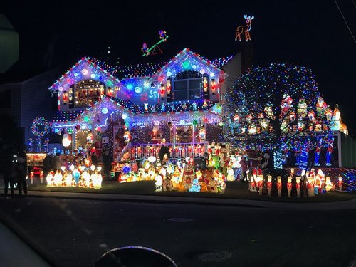 Whitestones World Famous Christmas Lights Are Back On Queens