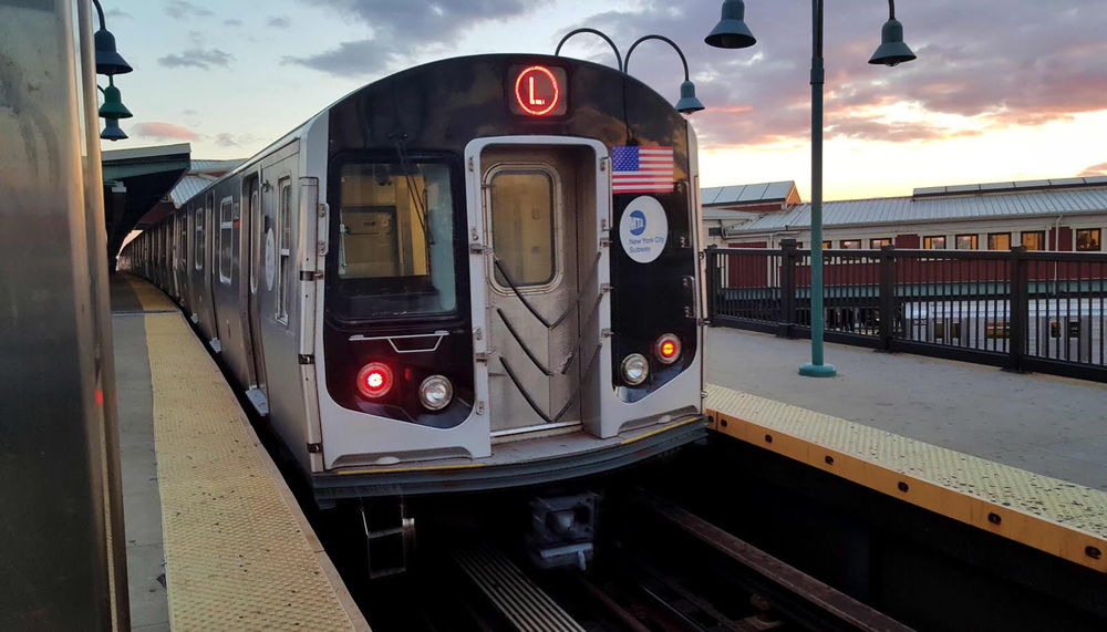 The L line stretches along the Brooklyn-Queens border for about a mile between the Halsey Street station and the Jefferson Avenue station. Photo via Wikimedia.