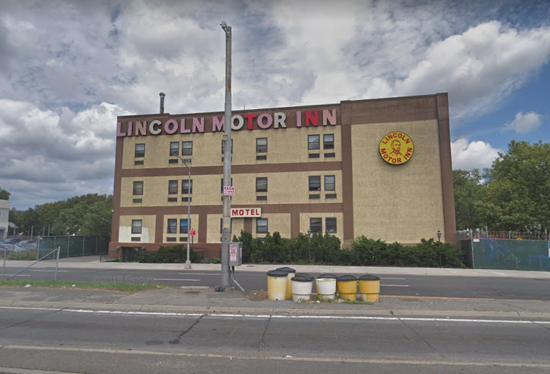 The assault occurred in Lincoln Motor Inn on Van Wyck Expressway in Jamaica. Photo via Google Maps.