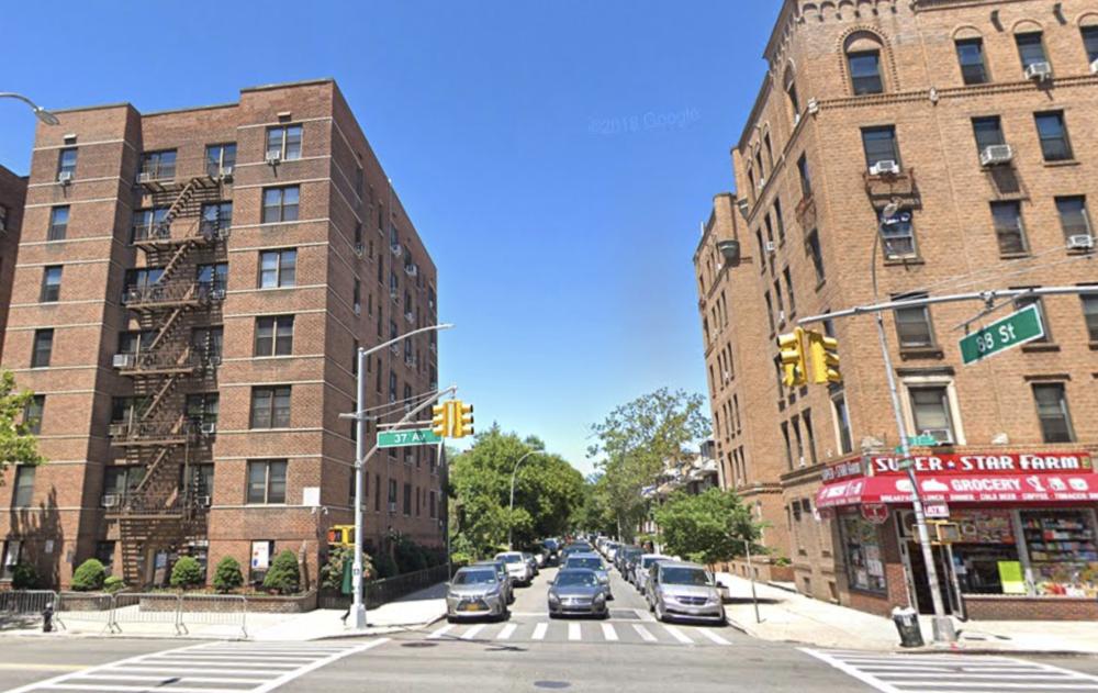 Police say Nestor Londono shot Jeffrey Arroyo at his home on 88th Street near 37th Avenue Tuesday. Photo via Google Maps.