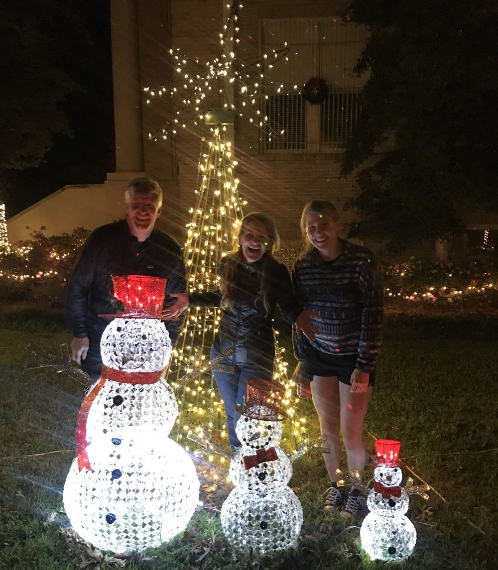 Papa snowman, mama snowman, baby snowman.