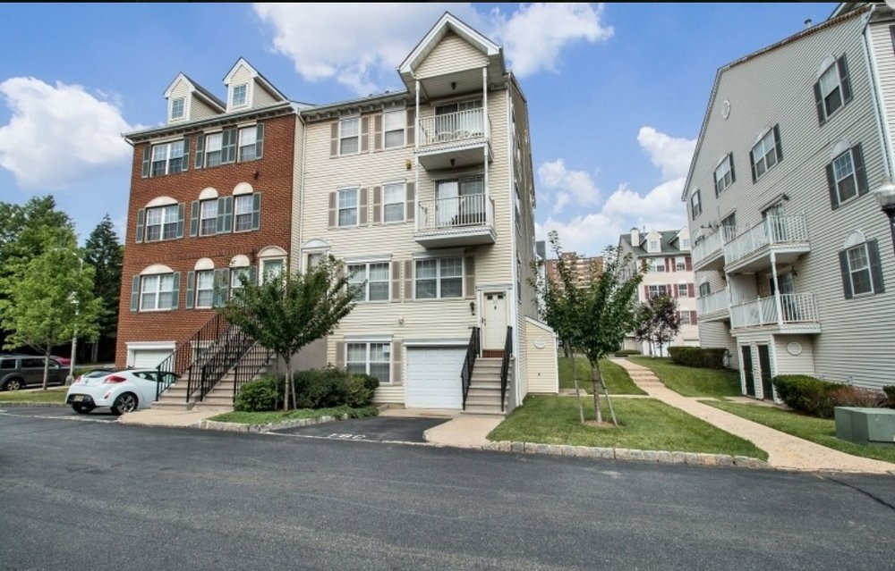 33 Cornerstone Ln, Newark NJ