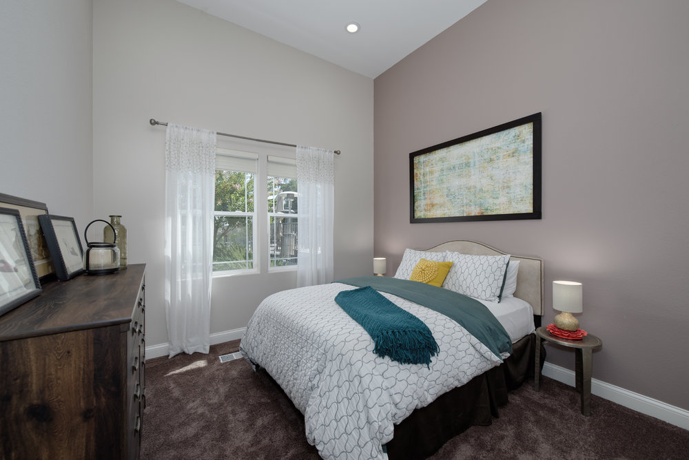 24_bedroom.jpg
