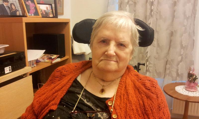 Oddrun Skåle (76) har ikke hatt funksjon i den ene foten på ni år. Etter noen måneder med Motiview-trening kan hun igjen løfte foten. - Jeg trodde ikke mine egne øyne, forteller hun.