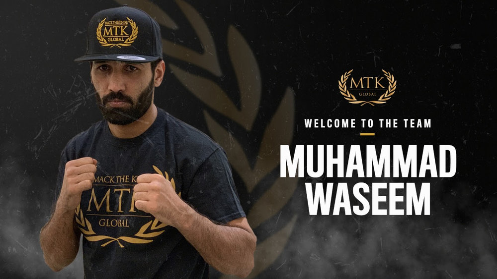 Pakistani boxing hero Muhammad Waseem signs on the dotted line with
