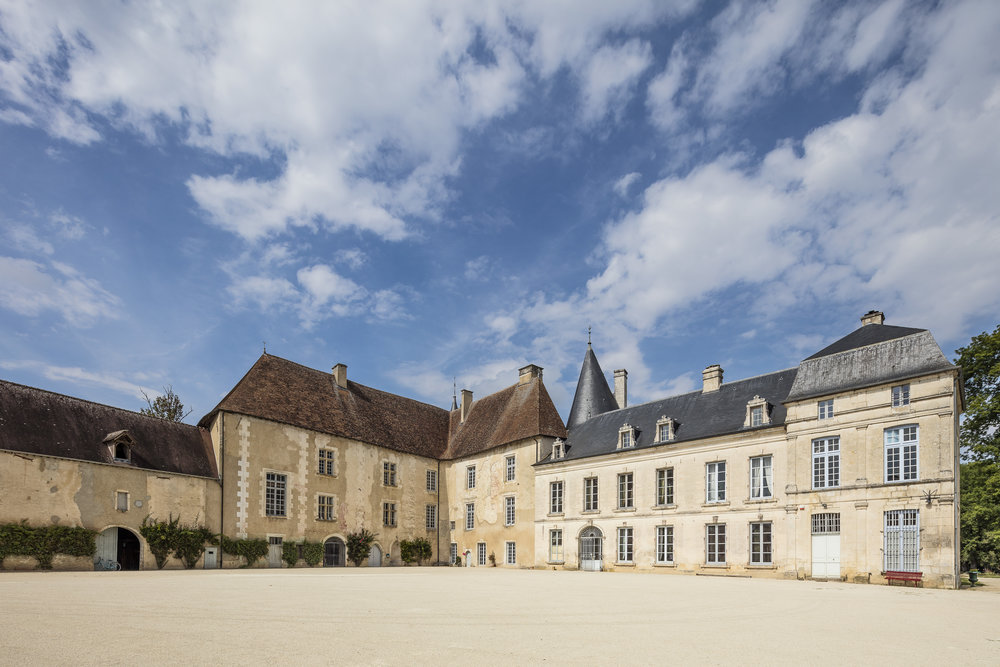 Cour d'honneur château de Taisne