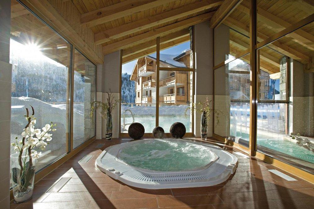 residence-club-mmv-le-hameau-des-airelles-bain-a-remous-469028.jpg