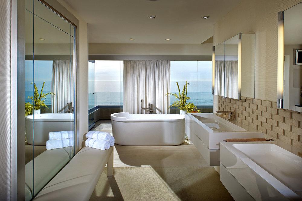 MLD Pg2 Photo3 Master Bath to Tub.jpg