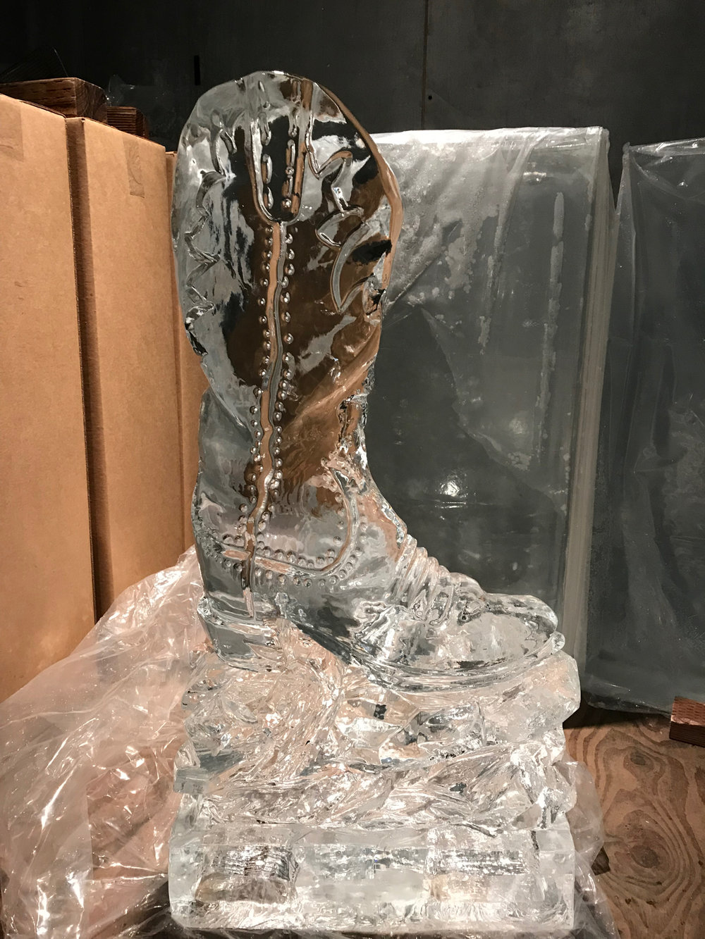 Laces, boot straps, and the natural contours of a leather boot are nicely reproduced to make this boot a true work of ice art.