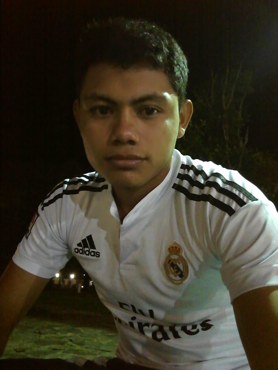 Hola a todos mi nombre es Ronald Javier Boituré Rojas tengo 19 años. Soy del municipio de San Rafael de velasco soy un ex alumno de la escuela taller de la chiquitania de la especialida de construcción civil y soy amante del fútbol