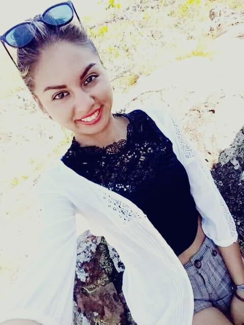 Mi nombre es :Mariela Santander Banegas soy de San José de chiquitos. Estudio:Construcción civil en la escuela taller. En mis tiempo libre me gusta leer