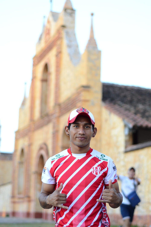 Hello my name is avismael rene quevedo rojas... soy de roboré ''el paraiso escondido'' estudio en la escuela taller de san jose gastronomia... y mi pasatiempo es el fútbol...