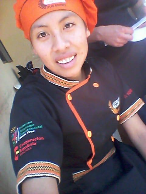 Mi nombre es yilda castro parachay tengo 21 años. Soy de concepcion esrudio en la escuela taller de la chiquitania. Me gusta viajar, conocer nuevas personas donde voy, la fotografia, jugar voly, la pasteleria, bailar y cantar.