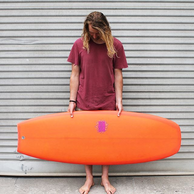 """Cam's got his hands on a custom. The board model is the Stumpy and it's dimensions are 5'6"""" x 21"""" x 3"""" 👌🏼 #shop #shoplocal #supportlocal #shaper #surfshaper #surfboard #custom #custommade #surf #surfnz #surfingnz #summer #vibes #summervibes #christchurch #chch #chchnz #christchurchnz #sadhanasurf #beach #sadhanasurf"""