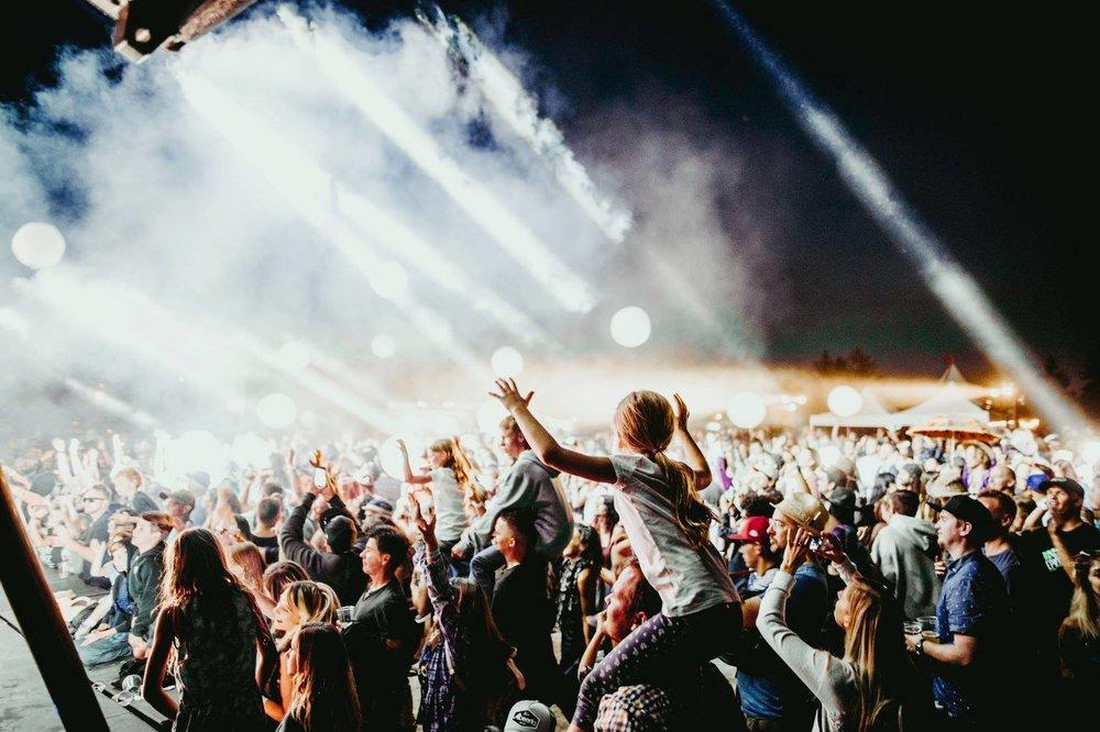 Crowd+Shot+w+Kids.jpg