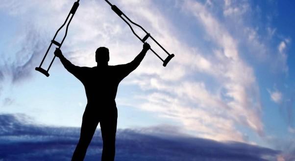 """Först blir du av med dina """"kryckor"""" och kan hjälpligt ta dig framåt med en stigande ökning av din energi. Ofta förekommande 2 steg framåt och 1 steg tillbaka, men ändå en positiv utveckling och kanske första gången som du inser att du verkligen är på väg mot en bättre hälsa, på riktigt, efter kanske många många tidigare misslyckade försök och olika metoder."""