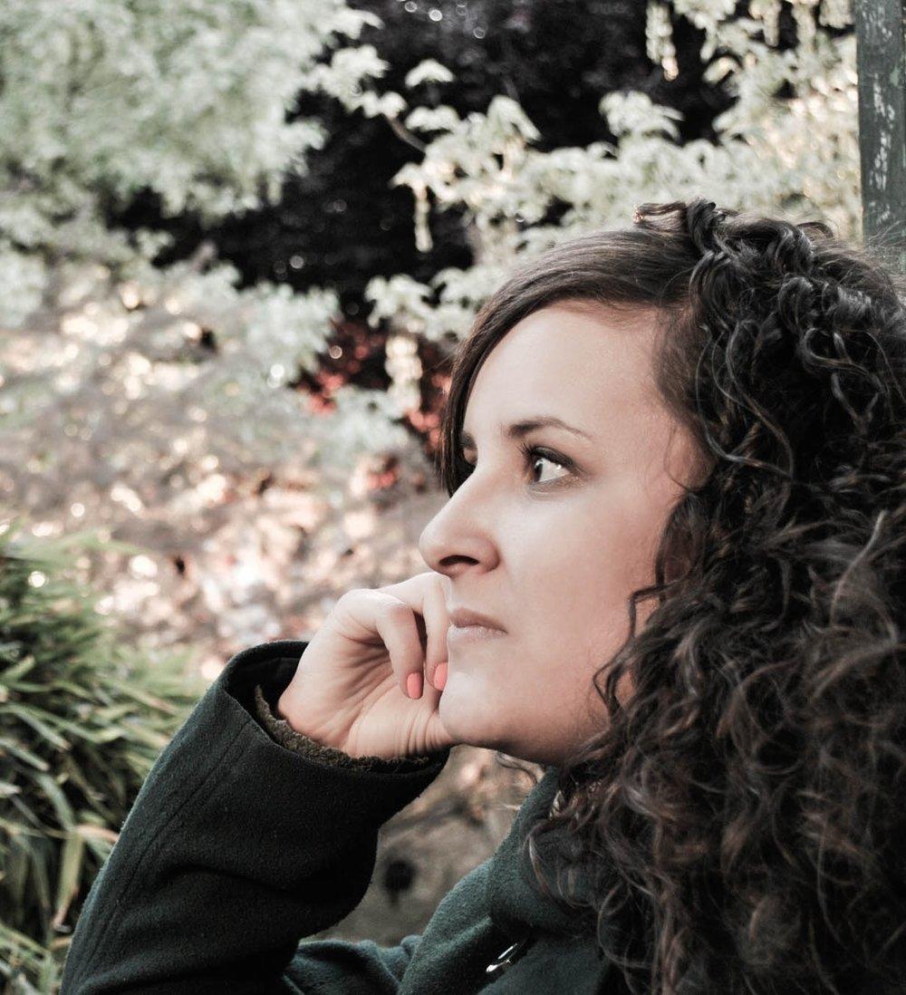 Silvia Cerrada - Arquitecta + PaisajistaSilvia comenzó su carrera en el ámbito de la arquitectura y el cálculo de estructuras para posteriormente volcarse de lleno en el paisajismo de la mano de Fernando Caruncho, donde coincidió con Gonzalo Morillo, desarrollando proyectos de arquitectura del paisaje de ámbito nacional e internacional.Como fruto de su percepción multidisciplinar de la profesión se adentró en el mundo de la fotografía, y vio publicado su trabajo en revistas como Architectural Digest y House and Garden entre otras.-Architect + Landscape ArchitectSilvia began her career in the field of architecture and calculation of structures, but she later threw herself into landscaping under Fernando Caruncho's guidance, where she happened to meet Gonzalo Morillo developing both national and international landscape architecture projects.As a result of her multidisciplinary perception of the profession she started to be more and more interested in the photography world, with her work being published in magazines such as Architectural Digest and House and Garden among others.
