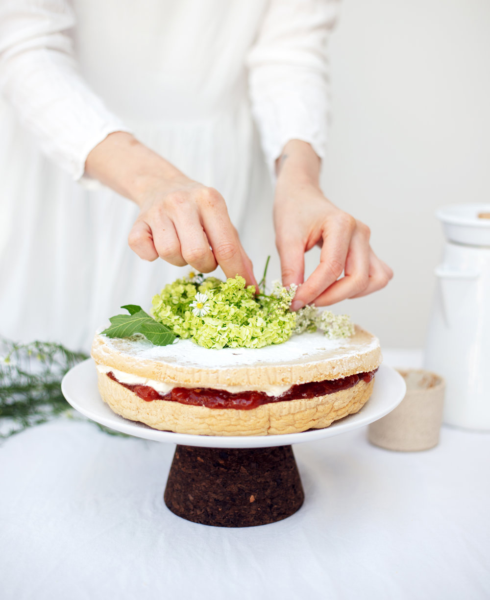 victoria sponge cake, vegan and gf food bandits