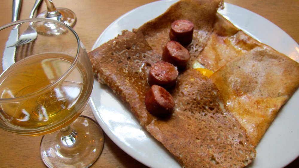 Smoked sausage, cheese and egg crepe - followed by another salted caramel crepe. All with a touch of cider.