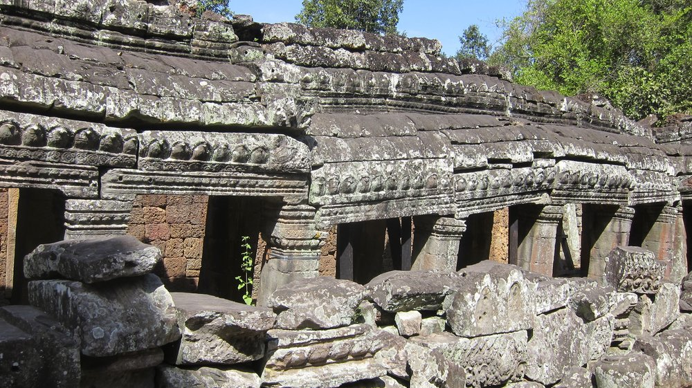 Banteay Kdei walls in a bit of disrepair.