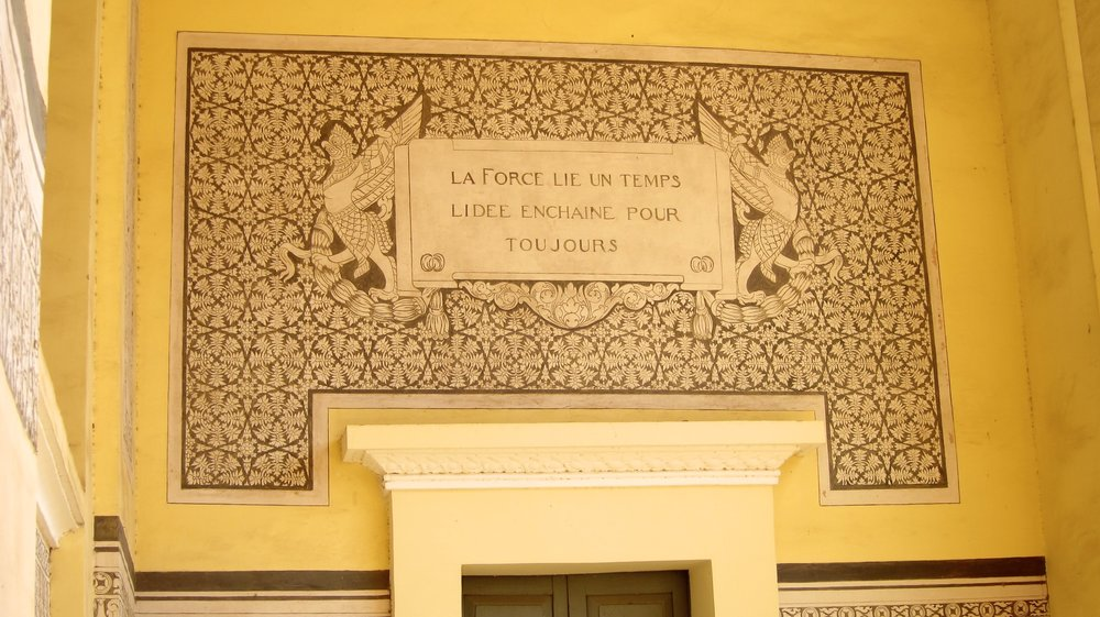 The French inscription on the National Library.