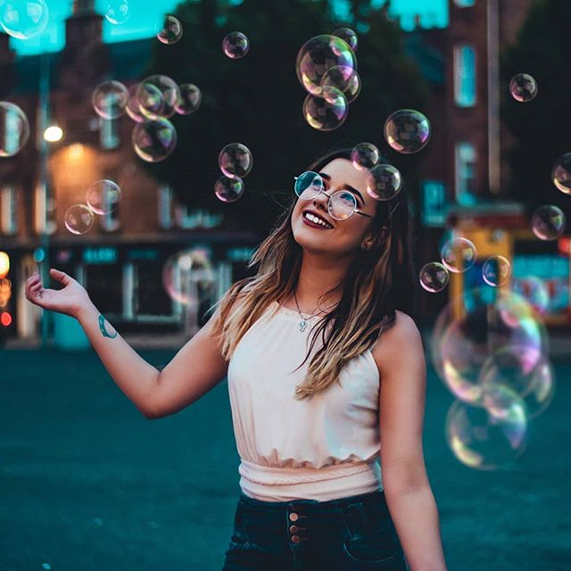 A wonderful world. Hey everyone! Got a question for you - if you could ask your pet one question and have them answer, what would it be? 🤔  Feat. @tylernicolle_x  #portrait_vision #ukportraits #scottishphotographer #ourcolourdays #ourportraitdays #portraits_mf #bubbles #nextvisualportraits #worldportraits #benjamin_ellis_ #portraitsofficial #portrait_nyc #doports