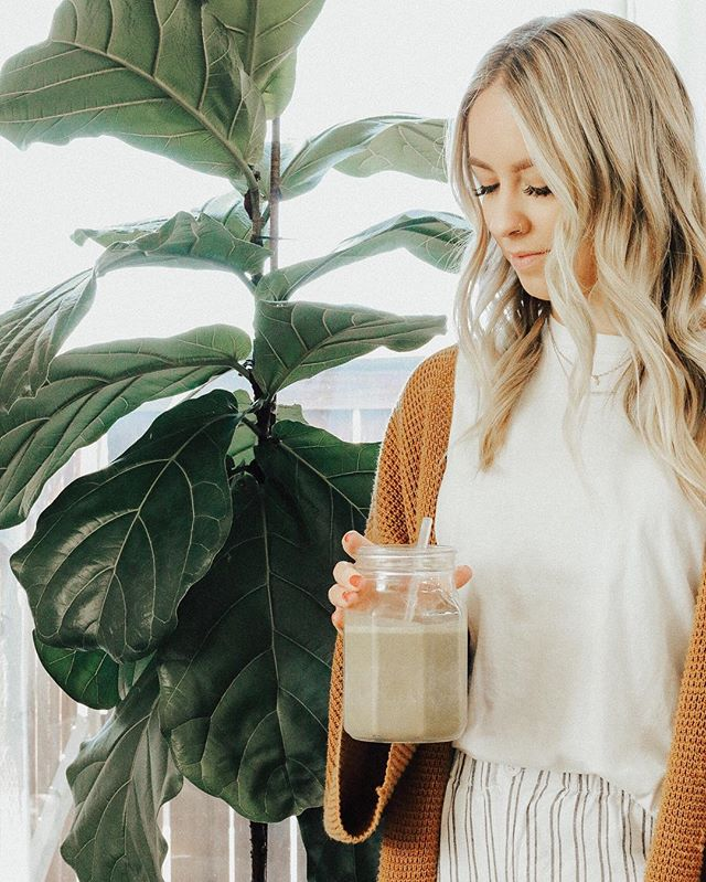 Have you checked out one of our latest blog posts on our go-to morning smoothie? We drink this almost daily & wanted to share the goods with you girls ✨