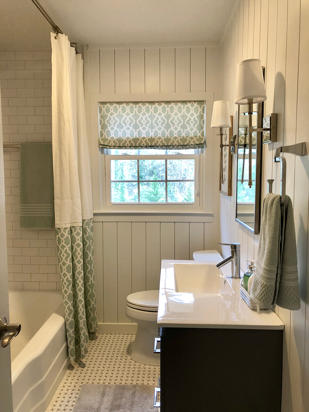 Simple Refresh: Farmhouse Bath