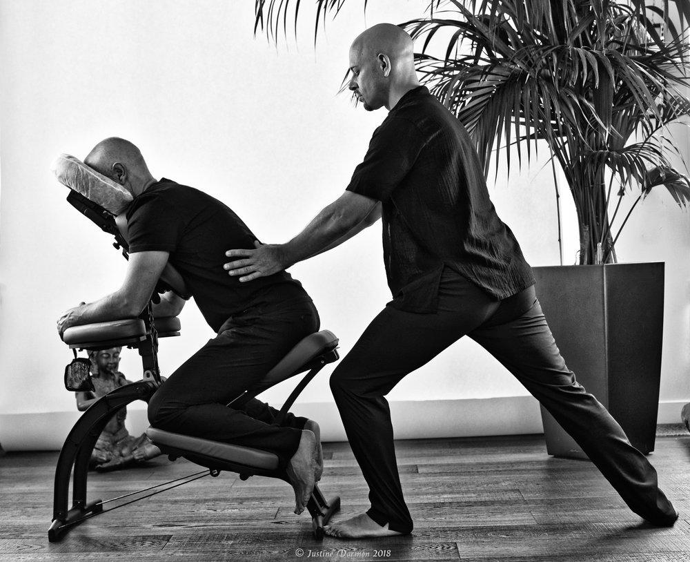 vital shiatsu Arles 13. Travail mécanique pour traiter les zones de tensions musculaire et soulager les douleurs lombaires .
