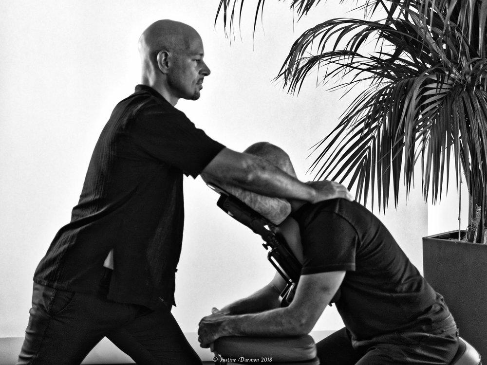 vital shiatsu Arles 13. Travail mécanique sur les tensions musculaires.