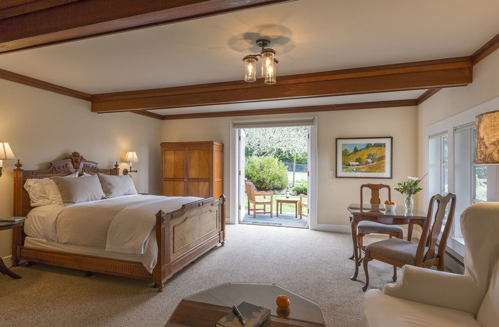 East Farmington room with double doors, private deck, queen featherbed, and fireplace