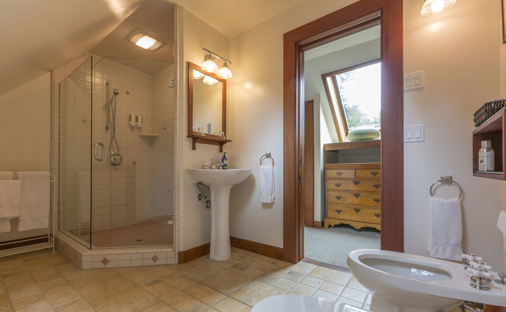The bathroom in the Carriage House Grand Suite