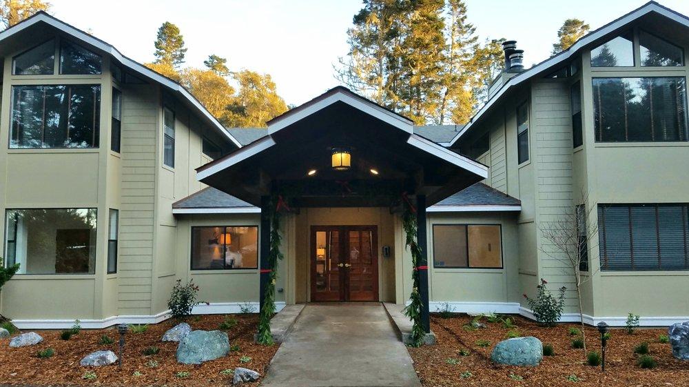 Lodge entrance christmas.jpg