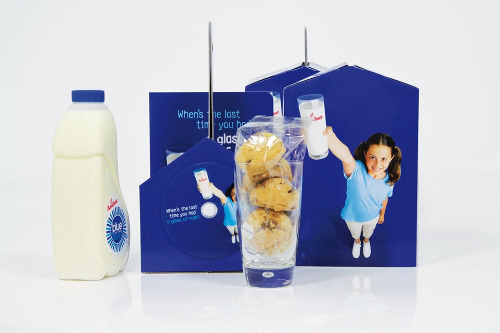 PromoMerch_Carrier-card-die-cut-Anchor-milk-and-cookies_LR.jpg