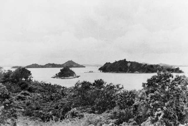 SINGAPORE STRAITS SETTLEMENTS 1943 09 ISLANDS SOUTH WEST OF SUBAR PHOTOGRAPHED FROM SUBAR ISLAND WHERE MEMBERS OF OPERATION JAYWICK Z SPECIAL UNIT AUSTRALIAN SERVICES RECONNAISSANCE DEPARTMENT CHANGED THEIR HIDI.jpg