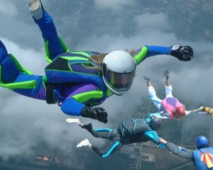 SKYDIVERS-1