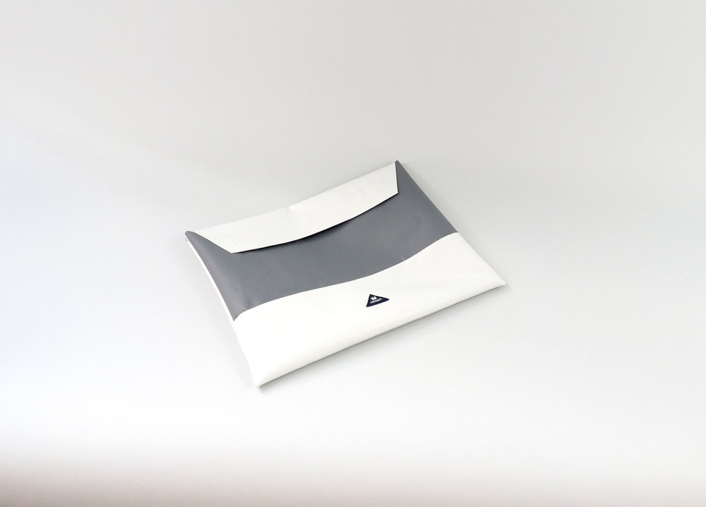 laptop case grey white.JPG