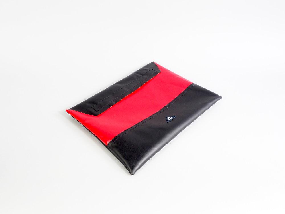 laptop red black liegend quer.jpeg